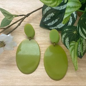 💚 Vintage Green Bakelite Clip-On Earrings 💚